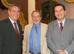 Con los colegas Hugo Berkemeyer y Víctor Abente Brun